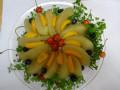 6月 おめでとう! リンゴ寒天の上に、リンゴ・びわのコンポートをのせて、彩りにさくらんぼとブルーベリーを添える。
