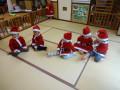 クリスマス会: サンタになって準備もばっちり!