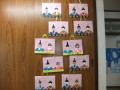 ひなまつり: 子どもたちの顔写真が入った作品が並びます。