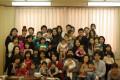 「おおきくなっておめでとう」の会: みんなの笑顔がこぐま保育園の楽しさを物語っています。