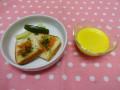 夏の献立(おやつ): カボチャスープ(カボチャ・玉ねぎ・牛乳・野菜スープ・塩)&ラスク (サクラエビ・青のり・きゅうり・セロリのごま油和え)
