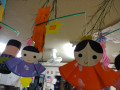 うさぎ組の飾り: 織姫・彦星の着物は子どもたちが「おくら」で模様付