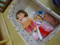 遊び棚: こんな感じで収納しています。まず人形をボックスに入れて・・・