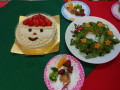 かぼちゃとさつま芋のリースサラダ・手羽元のグリル焼き・ブロッコリー・苺・みかん・ケーキです。