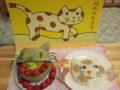 「ルルル ラララ」の絵本、猫型のご飯ケーキやフルーツの盛り合わせ!