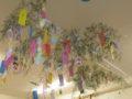 保育室の天井には短冊がいっぱい!
