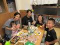 テーブルには各家庭からの持ちより料理が並びました!