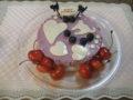 白猫をモチーフにしたブルーベリーヨーグルトケーキでお祝い!